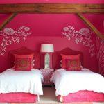 Прямые розовые шторы в розовую комнату для двух девочек