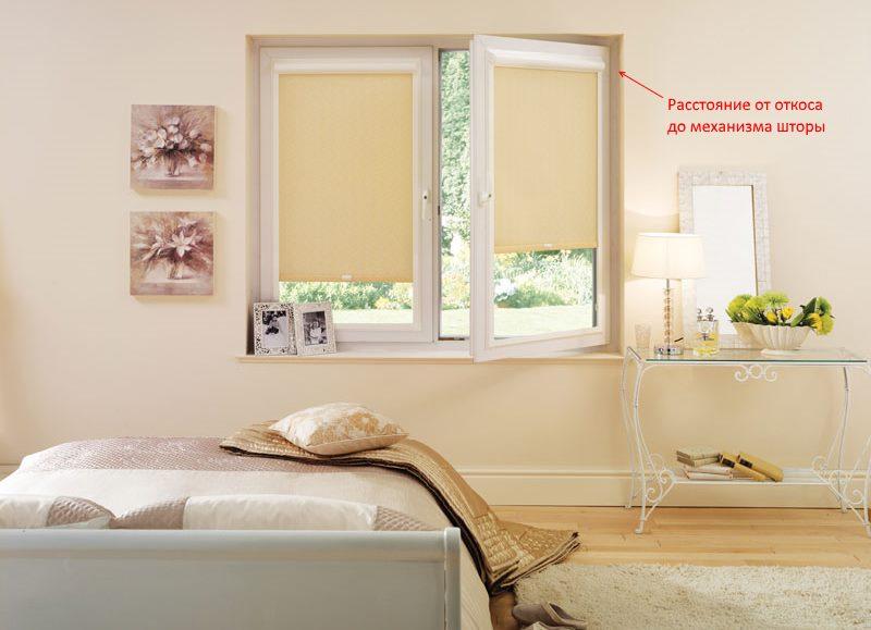 Рулонные шторы на ПВХ-окне с поворотной створкой