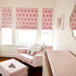 Римские ролеты в розовом цвете