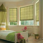 Римские шторы в эркере детской комнаты