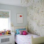 Интерьер уютной детской комнаты небольшого размера
