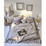 Романтичная спальня для любителей простой обстановки