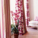 Розовые шторы с крупными цветами
