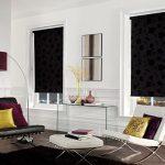 Рулонные шторы в гостиной стиля минимализма