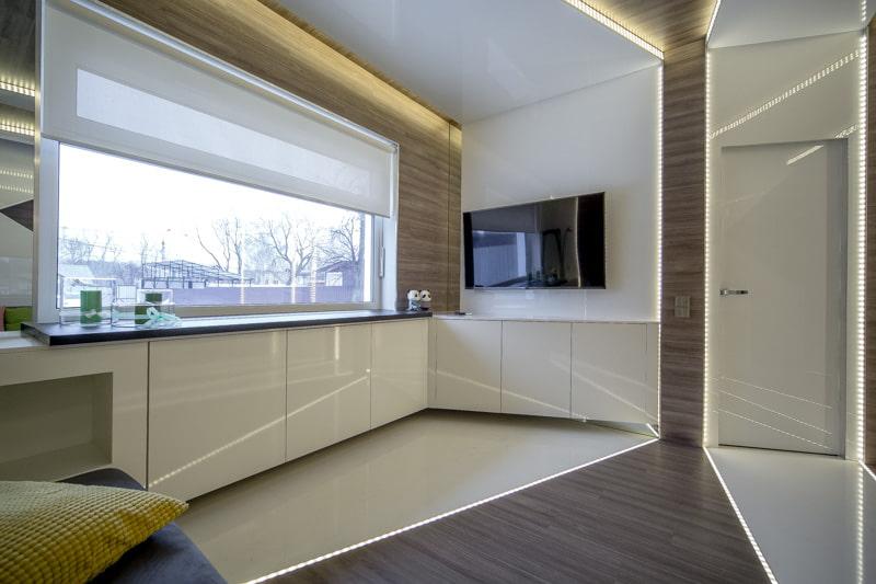 Дизайн современной кухни с рулонной шторой