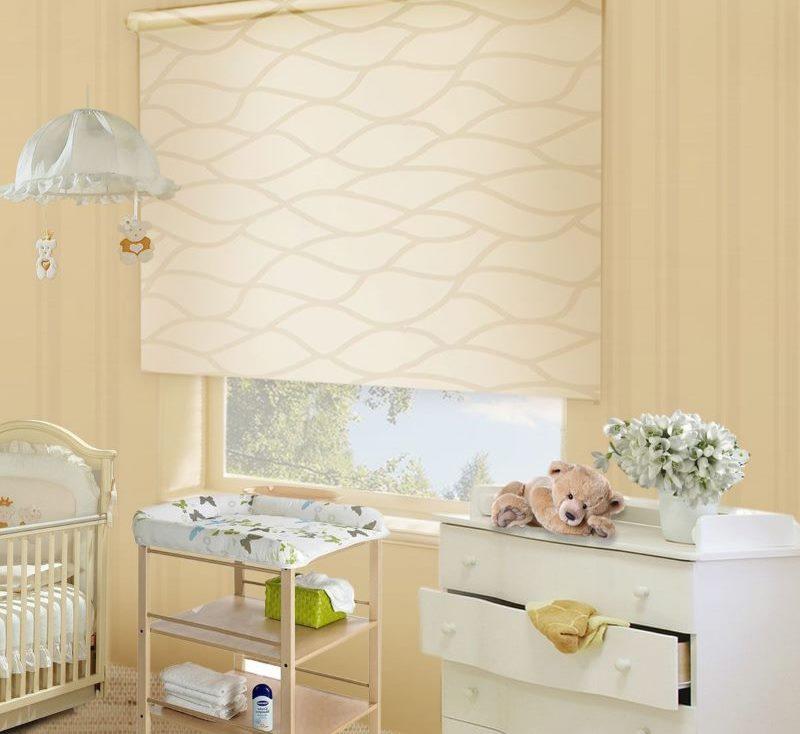 Дизайн детской комнаты с рулонной шторой из льна