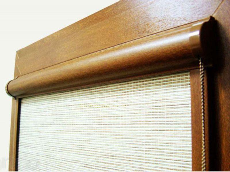 Рулонная штора кассетного типа с направляющими планками