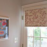 Рулонная штора на входной двери частного дома