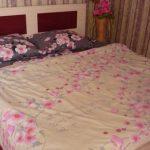 Самодельный постельный комплект с цветочными мотивами