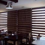Дизайн кафе с рулонными шторами день ночь