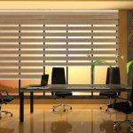 Стол для переговоров в офисе компании