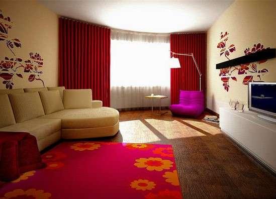 Бордовые шторы в бежевую гостиную