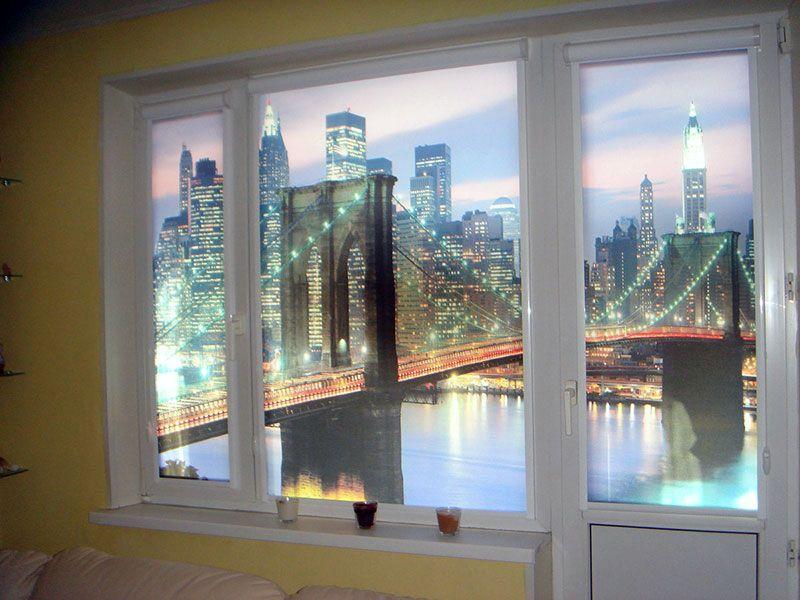 Рулонные шторы с фотопечатью на балконном блоке