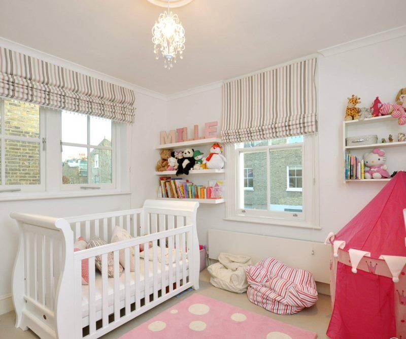 Оформление окон в комнате для новорожденного