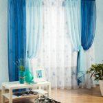 Сине-голубые шторы в интерьере