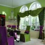 Сочетание зеленого и фиолетового в текстиле столовой