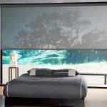 Дизайн спальной комнаты с большим окном