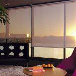 Вид на закат сквозь полупрозрачные шторы