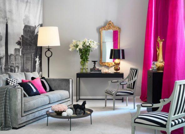 Ярко-розовые шторы и розовая подушка для серой комнаты