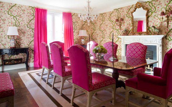 Розовые шторы и стулья