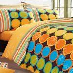 Яркое постельное белье на большую кровать