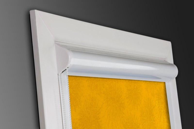 Кассетная рулонная штора с белым корпусом