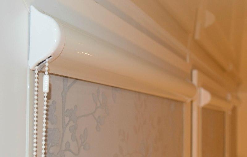 Кассетная рулонная штора с цепочным механизмом