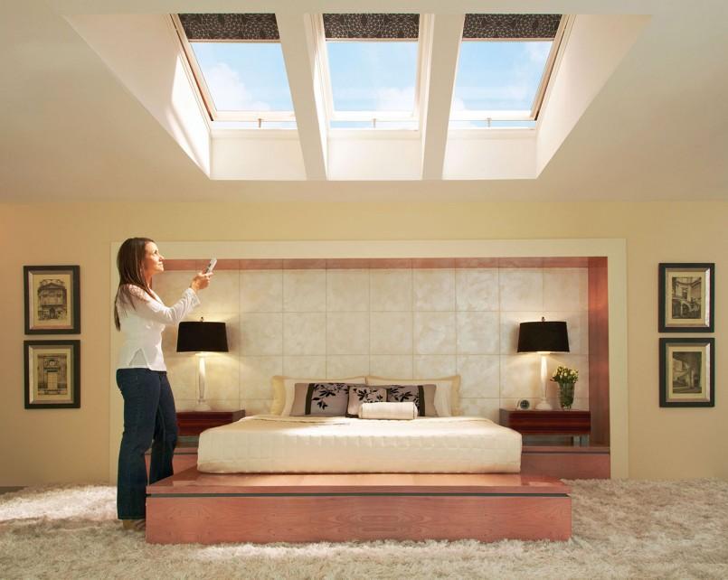 Автоматические рулонные шторы на мансардных окнах