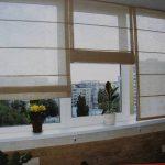 Балконный вариант использования римских штор