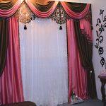 Черно-розовый ламбрекен с ажурными вставками
