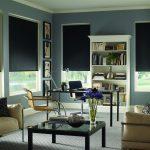 Черные рулонные шторы выглядят необычно, стильно и позволяют закрыться от солнца