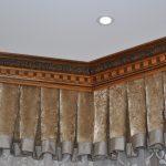 Деревянный карниз для натяжного потолка