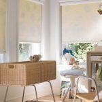 Для детской можно применить светлые рулонные шторы со спокойным рисунком