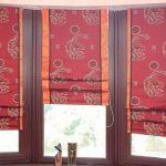 Двухцветные римские шторы з трех полотен для полукруглого окна