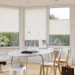 Белый стол овальной формы
