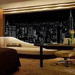 Изображение ночного города на шторе в гостиной