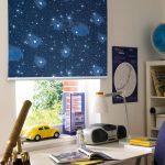Звездное небо на роллете в детской комнате