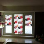 Яркие цветы на полотне шторы из полиэстера