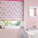 Декорирование окна в детской для девочки