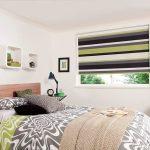 Полосатые шторы в комнате подростка