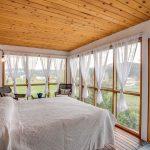 Прозрачные гардины на окнах террасы