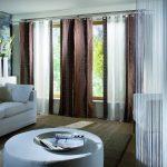 Дизайн гостиной с прямыми занавесками