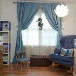 Гардины в горошек и голубые шторы в детскую
