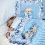 Голубое одеяло и подушка с барашком своими руками