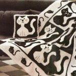 Интересное покрывало с кошками