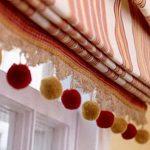 Каскадные римские шторы с помпонами