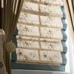 Каскадные шторы из двух типов ткани хорошо смотрятся в интерьере