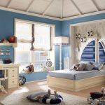 Комната для мальчика в морском стиле со шторами-парусами