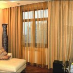 Коричневые гардины и шторы для маленькой гостиной