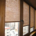 Коричневые шторы с цепочным механизмом для лоджии